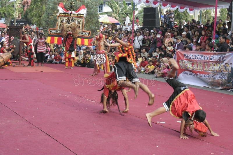 Download Χορός εκατοντάδων που οργανώνεται σε Sukoharjo Εκδοτική Στοκ Εικόνα - εικόνα από μουσική, διάφορος: 62710464