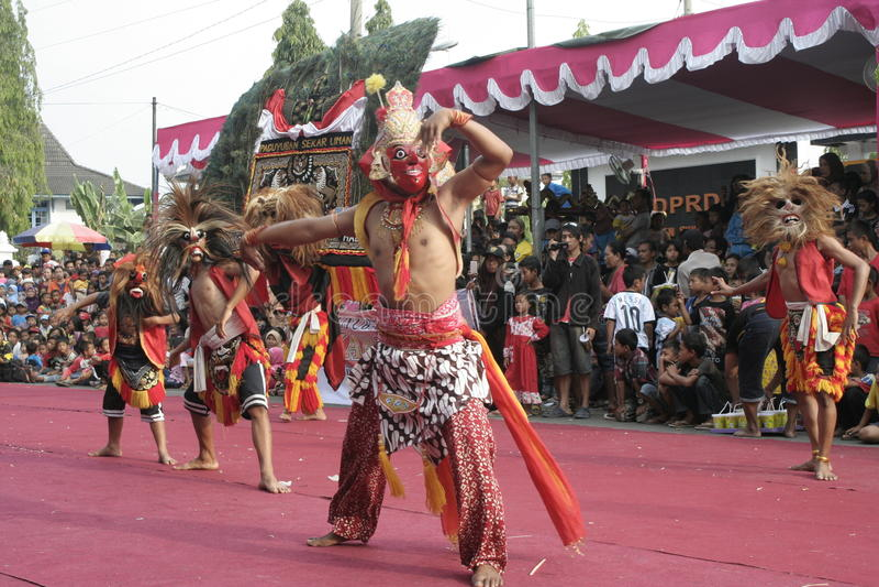 Download Χορός εκατοντάδων που οργανώνεται σε Sukoharjo Εκδοτική Στοκ Εικόνα - εικόνα από χοροί, κεντρικός: 62710494