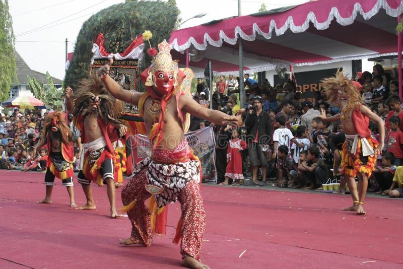 Download Χορός εκατοντάδων που οργανώνεται σε Sukoharjo Εκδοτική Εικόνες - εικόνα από νησί, κεντρικός: 62710496