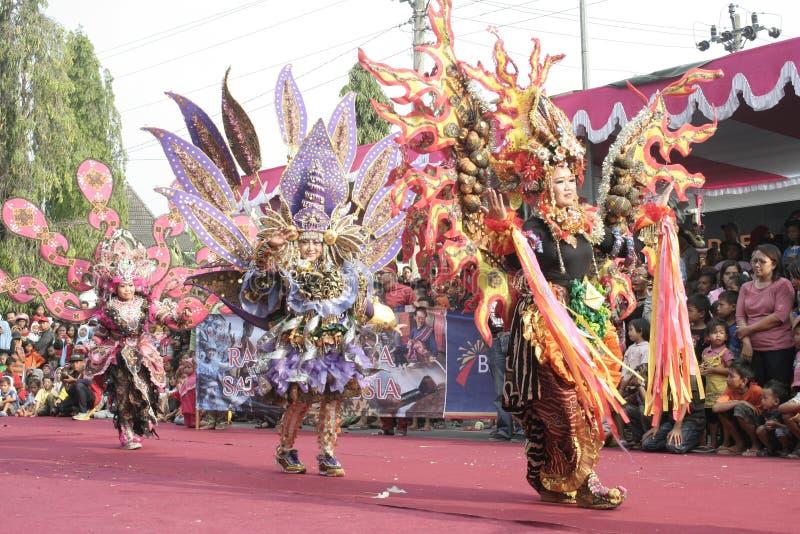 Download Χορός εκατοντάδων που οργανώνεται σε Sukoharjo Εκδοτική Εικόνες - εικόνα από οργανωμένος, ιάβα: 62710536