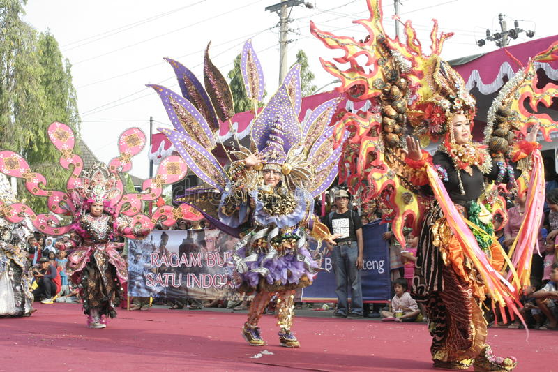 Download Χορός εκατοντάδων που οργανώνεται σε Sukoharjo Εκδοτική Στοκ Εικόνες - εικόνα από έτος, each: 62710558
