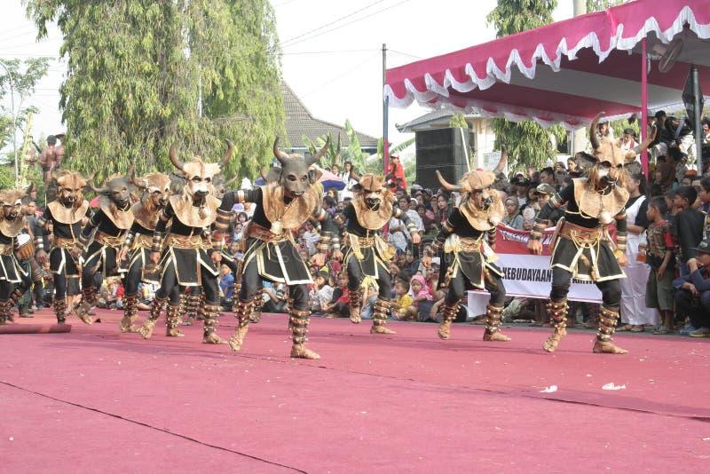 Download Χορός εκατοντάδων που οργανώνεται σε Sukoharjo Εκδοτική εικόνα - εικόνα από ιάβα, κεντρικός: 62710575