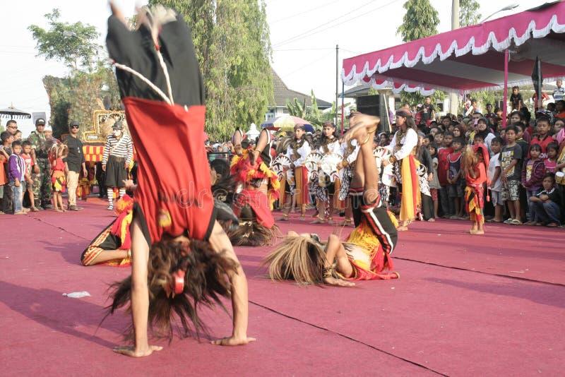 Download Χορός εκατοντάδων που οργανώνεται σε Sukoharjo Εκδοτική Στοκ Εικόνες - εικόνα από χοροί, εκατοντάδες: 62710638