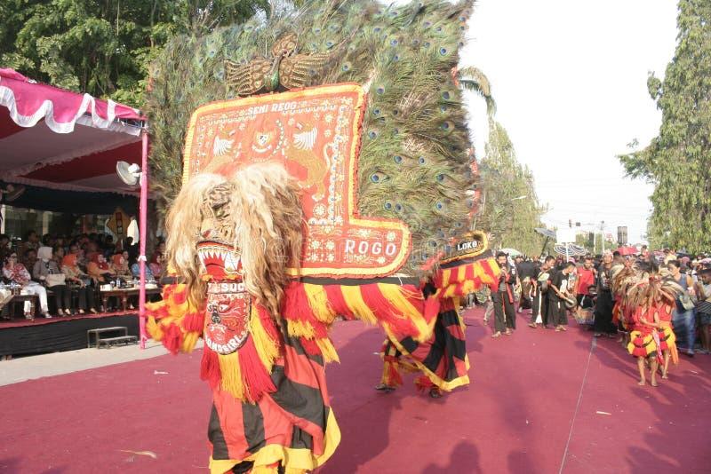 Download Χορός εκατοντάδων που οργανώνεται σε Sukoharjo Εκδοτική Φωτογραφία - εικόνα από χορός, εκατοντάδες: 62710647