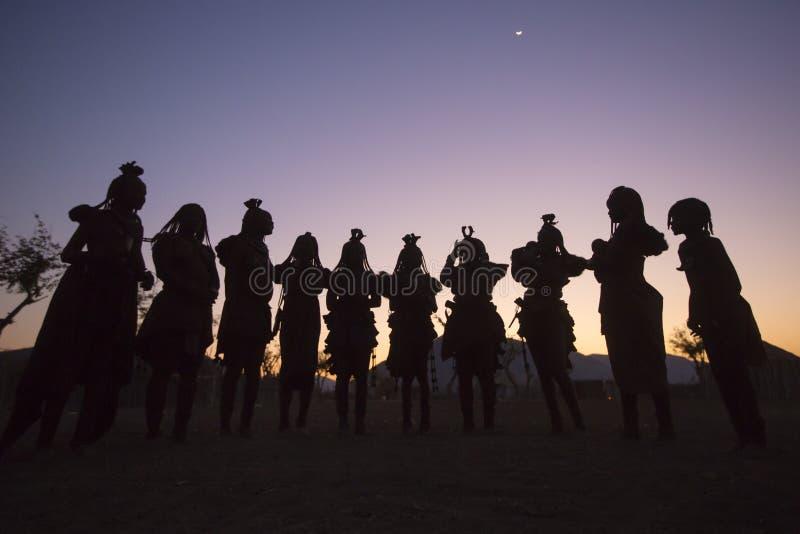 Χορός Himba στοκ εικόνες