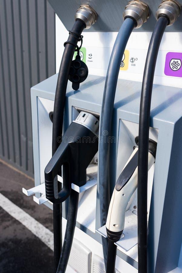 Χρέωση του συνδετήρα για ηλεκτρικό στοκ φωτογραφίες με δικαίωμα ελεύθερης χρήσης