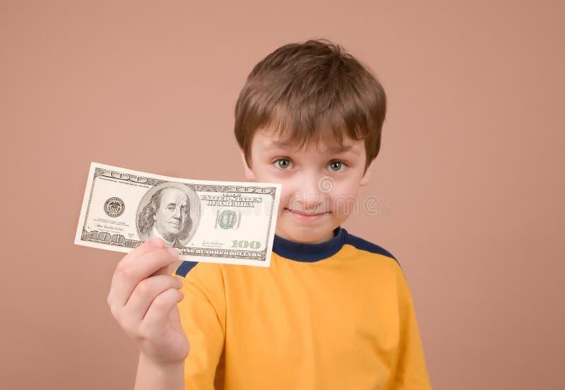 Download χρήματα αγοριών που εμφανίζουν νεολαίες Στοκ Εικόνα - εικόνα από πράσινος, αδελφών: 2227487
