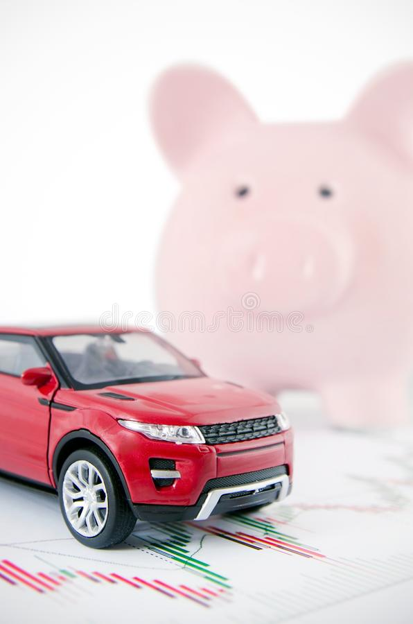 Χρήματα αποταμίευσης για να αγοράσει ένα αυτοκίνητο στοκ φωτογραφία με δικαίωμα ελεύθερης χρήσης