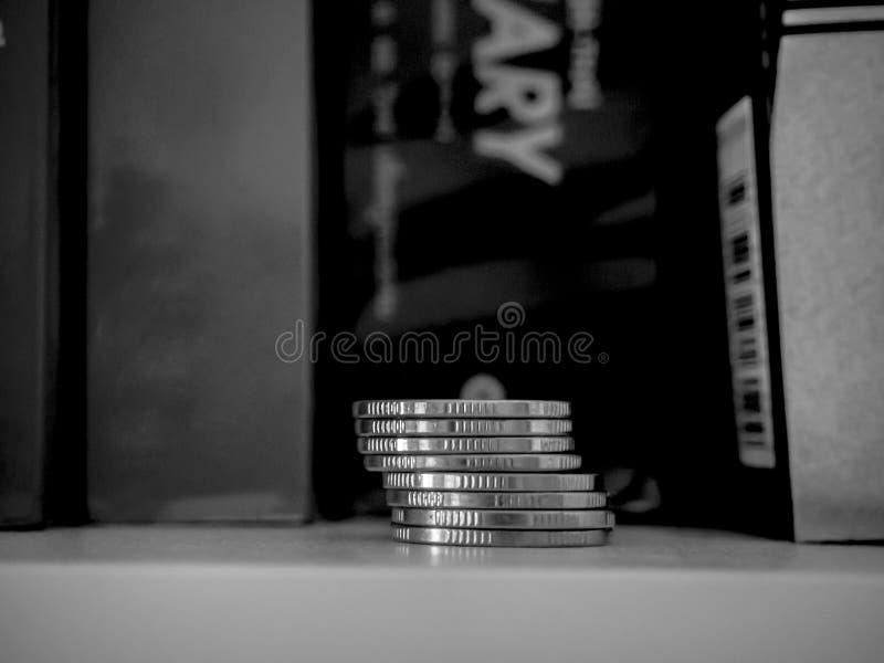 Χρήματα αποταμίευσης για τη μελλοντική επένδυση στοκ φωτογραφίες με δικαίωμα ελεύθερης χρήσης