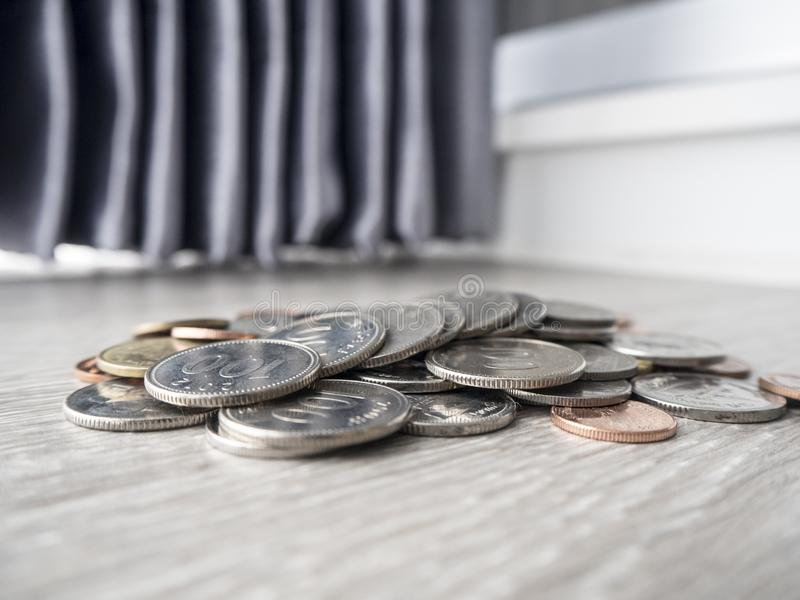 Χρήματα αποταμίευσης για τη μελλοντική επένδυση στοκ φωτογραφία με δικαίωμα ελεύθερης χρήσης