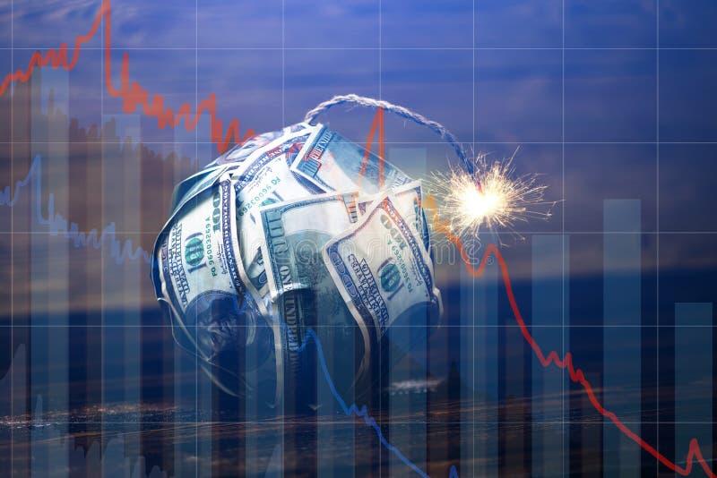 Χρήματα βομβών με ένα καίγοντας φυτίλι με τα διαγράμματα πτώσης στο μπλε υπόβαθρο Έκρηξη των αγορών επένδυσης o στοκ φωτογραφία με δικαίωμα ελεύθερης χρήσης
