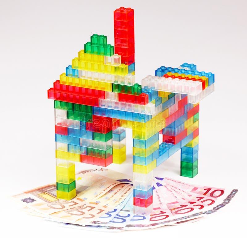 Χρήματα για το σπίτι στοκ φωτογραφία με δικαίωμα ελεύθερης χρήσης