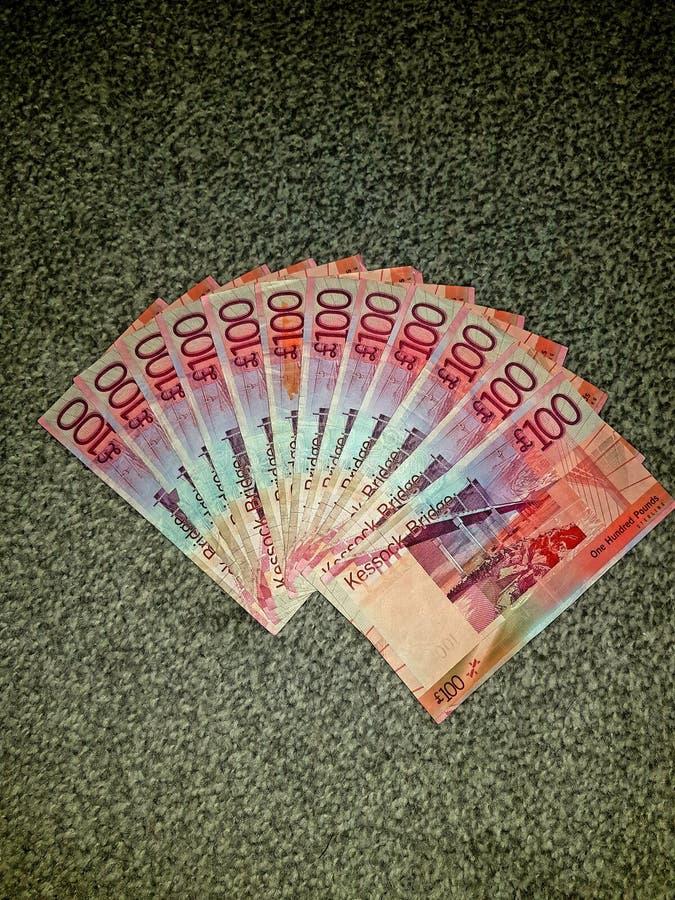 Χρήματα εκατό λίβρες στοκ εικόνες