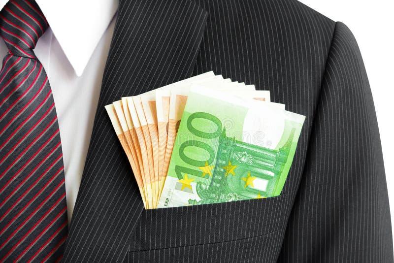 Χρήματα, ευρο- λογαριασμοί νομίσματος (ΕΥΡ), στην τσέπη κοστουμιών επιχειρηματιών στοκ φωτογραφία