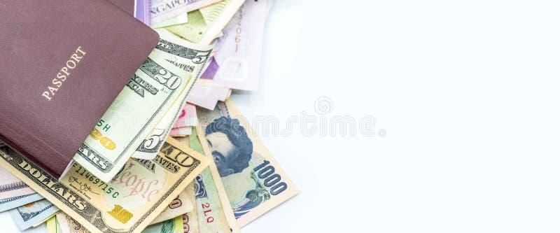 Χρήματα και διαβατήριο για το ταξίδι και την επιχείρηση στοκ φωτογραφίες με δικαίωμα ελεύθερης χρήσης