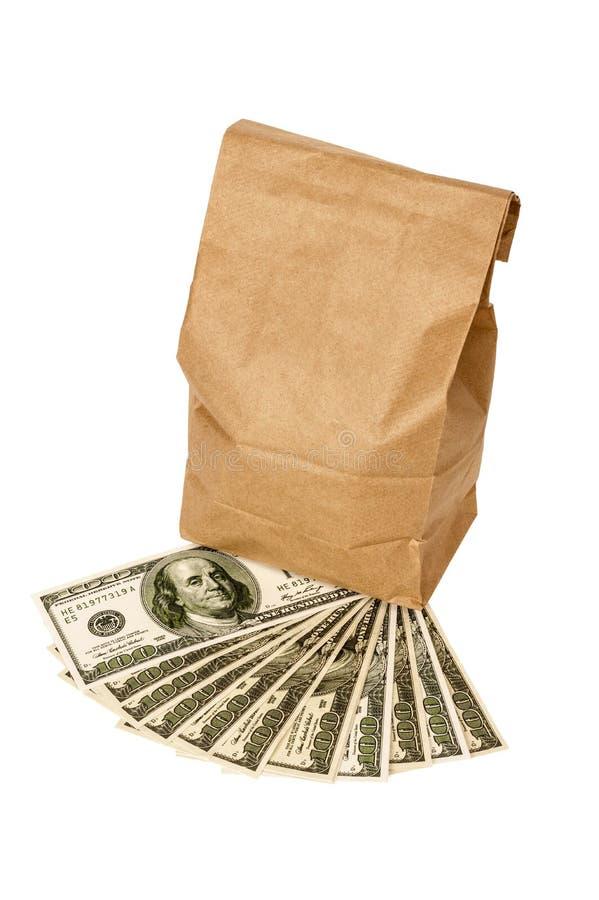 Χρήματα με την τσάντα μεσημεριανού γεύματος καφετιού εγγράφου που απομονώνεται στο λευκό στοκ εικόνες