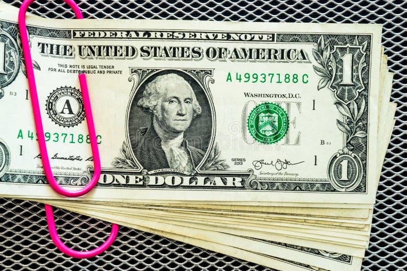Χρήματα με το συνδετήρα στοκ φωτογραφίες με δικαίωμα ελεύθερης χρήσης