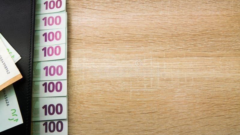Χρήματα σε ένα μαύρο σημειωματάριο δέρματος στοκ φωτογραφίες με δικαίωμα ελεύθερης χρήσης