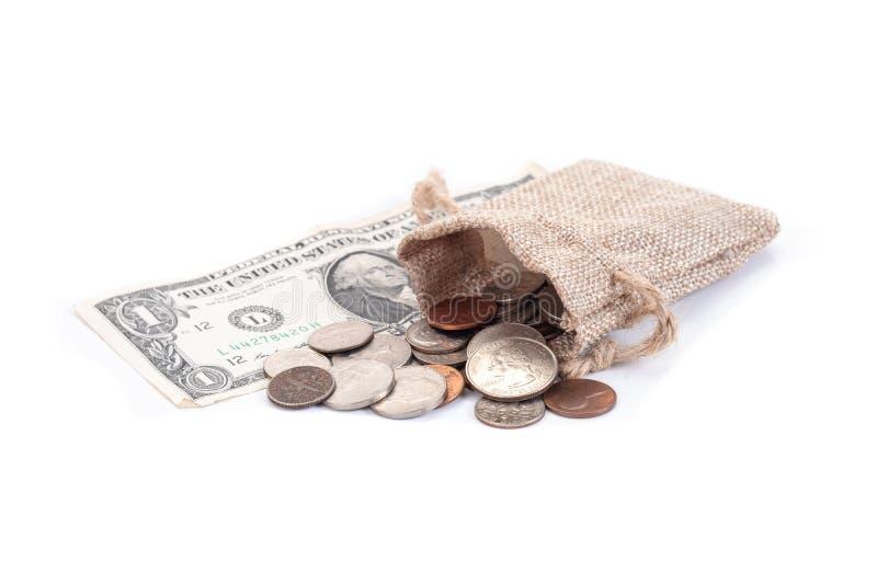Χρήματα, τραπεζογραμμάτια αμερικανικών δολαρίων, πένα, νικέλιο, δεκάρα, τέταρτο σε ένα άσπρο υπόβαθρο διανυσματική απεικόνιση