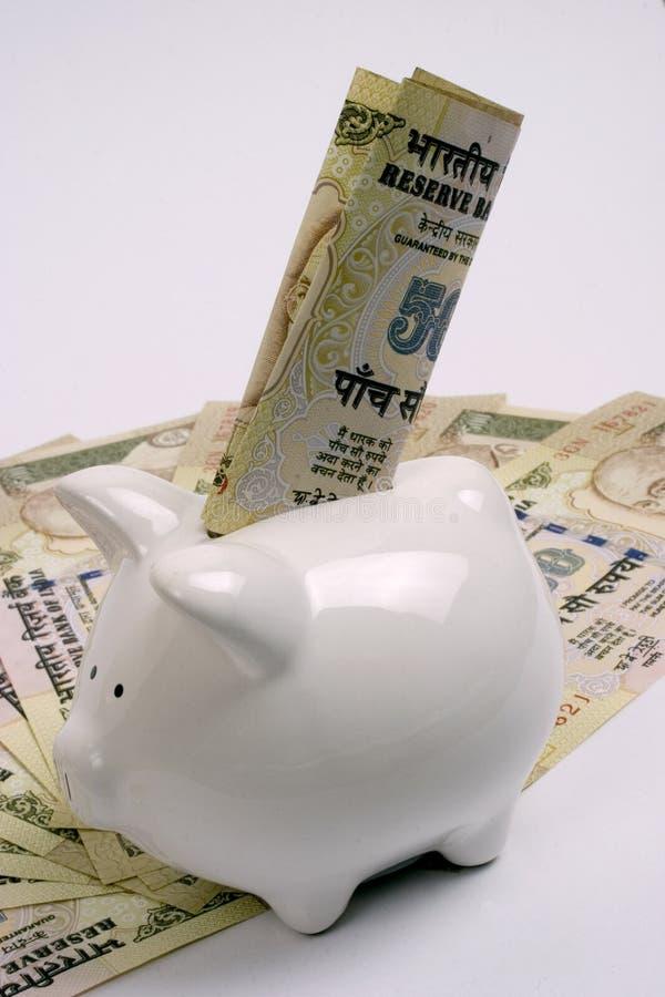 χρήματα τραπεζών piggy εκτός από στοκ φωτογραφία με δικαίωμα ελεύθερης χρήσης