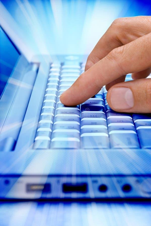 χρήση Διαδικτύου εκπαίδ&epsil στοκ εικόνες