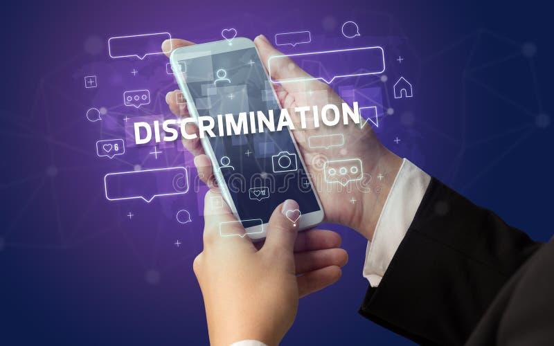 Χρήση smartphone με ιδέα μέσων κοινωνικής δικτύωσης στοκ εικόνες με δικαίωμα ελεύθερης χρήσης