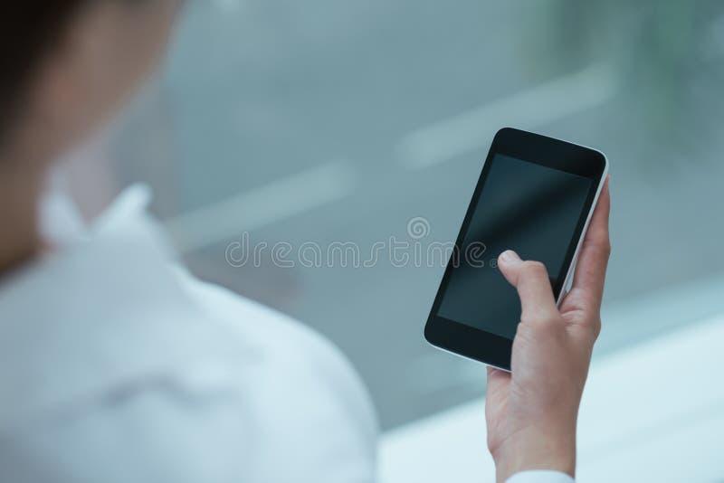 Χρησιμοποίηση Smartphone στοκ εικόνες