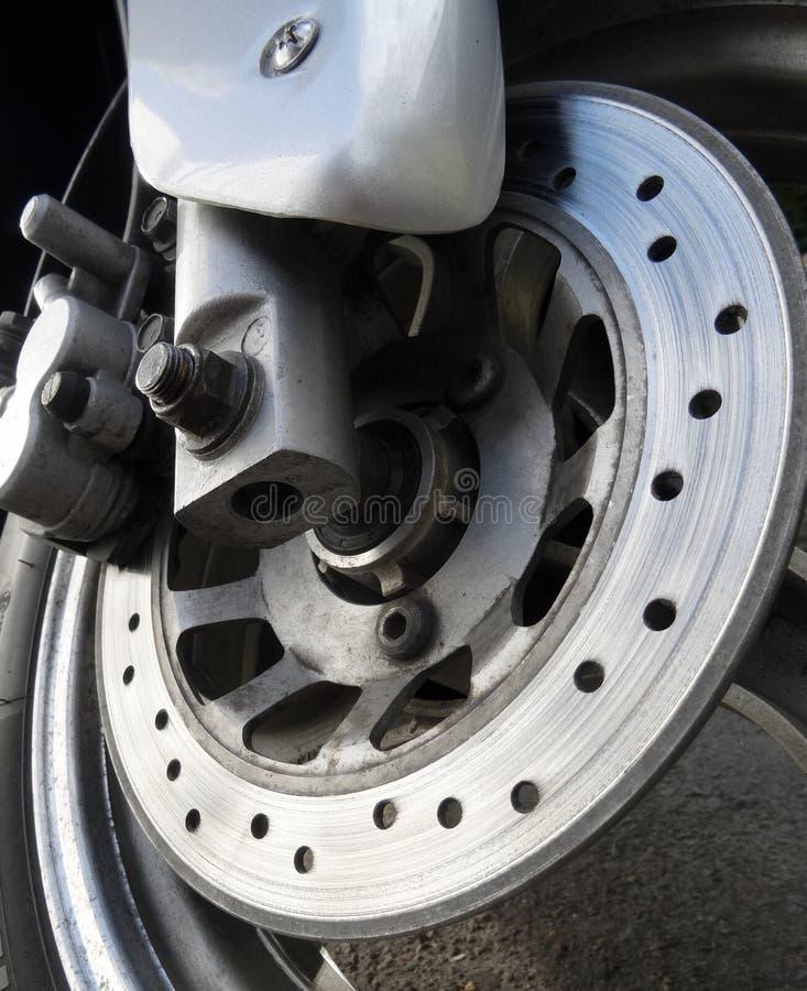 Χρησιμοποιημένοι στροφέας φρένων και πιάτο υποστήριξης στη μοτοσικλέτα στοκ εικόνες με δικαίωμα ελεύθερης χρήσης