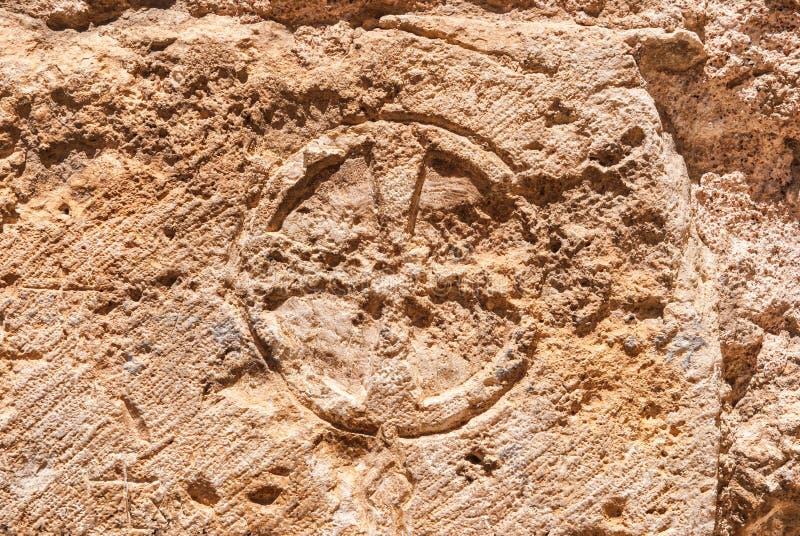 Χριστιανικός σταυρός του τοίχου πετρών της εκκλησίας του ιερού τάφου στοκ εικόνα