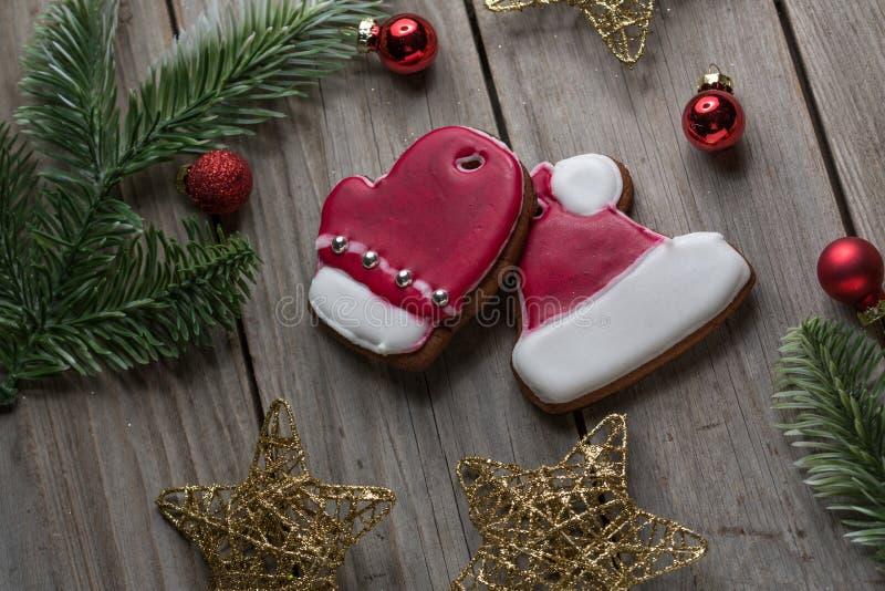 Χριστουγέννων πιπεροριζών ψωμιού επιτραπέζιο υπόβαθρο ξυλείας μπισκότων παλαιό για το γραφικό και σχέδιο Ιστού, σύγχρονη απλή ένν στοκ φωτογραφία