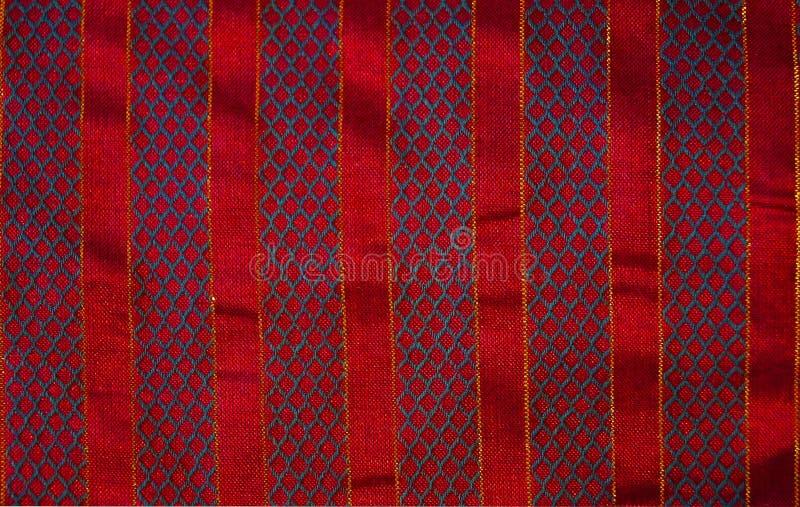 Χριστουγέννων υφάσματος υποβάθρου λωρίδες που κεντιούνται κόκκινα στοκ φωτογραφίες