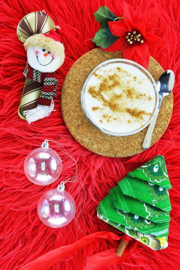 Χριστουγεννιάτικα στολίδια και ριζόγαλο, παραδοσιακή ελληνική πουτίγκα ρυζιού στοκ εικόνα