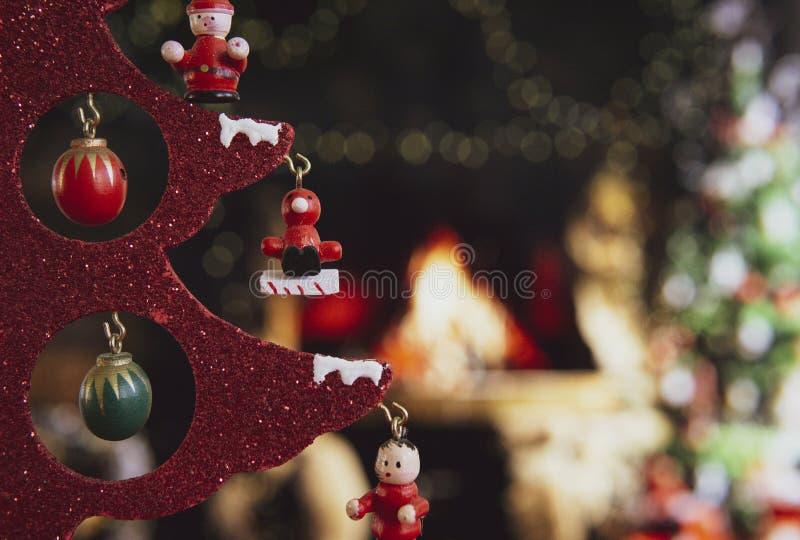 Χριστουγεννιάτικα στολίδια με θαμπό φόντο στοκ εικόνα με δικαίωμα ελεύθερης χρήσης