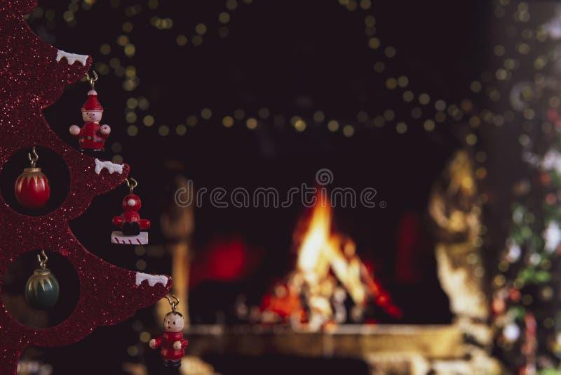 Χριστουγεννιάτικα στολίδια με θαμπό φόντο στοκ εικόνα