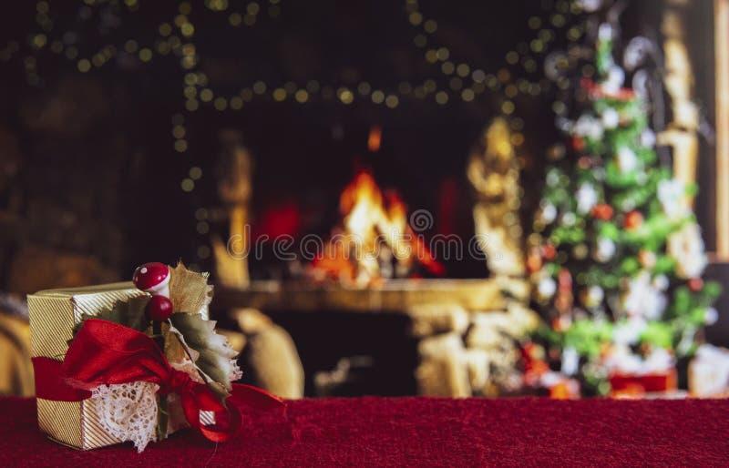 Χριστουγεννιάτικα στολίδια με θαμπό φόντο στοκ εικόνες