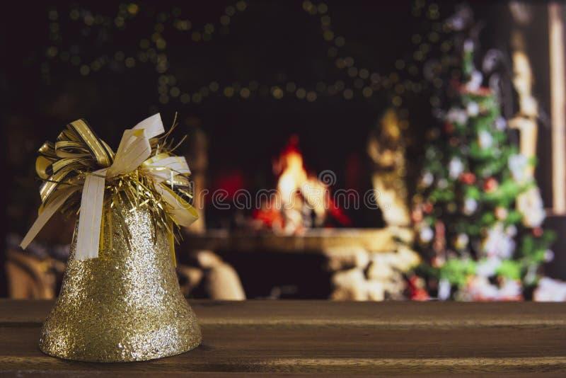 Χριστουγεννιάτικα στολίδια με θαμπό φόντο στοκ φωτογραφίες