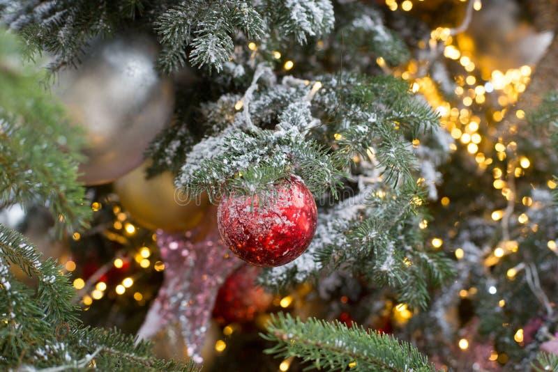 Χριστουγεννιάτικη μπάλα δέντρου στοκ εικόνα με δικαίωμα ελεύθερης χρήσης