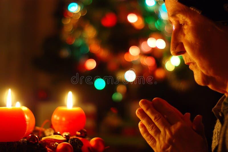 Χριστουγεννιάτικη προσευχή στοκ φωτογραφία με δικαίωμα ελεύθερης χρήσης
