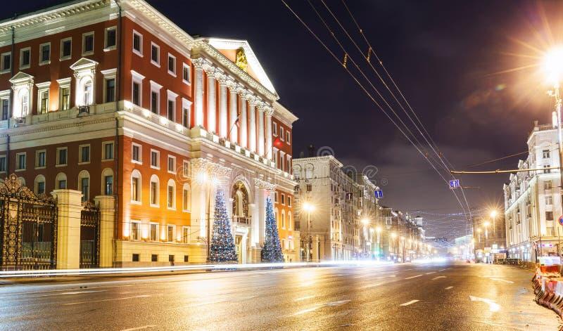 Χριστουγεννιάτικο δέντρο και αρχιτεκτονική της Μόσχας στοκ εικόνα