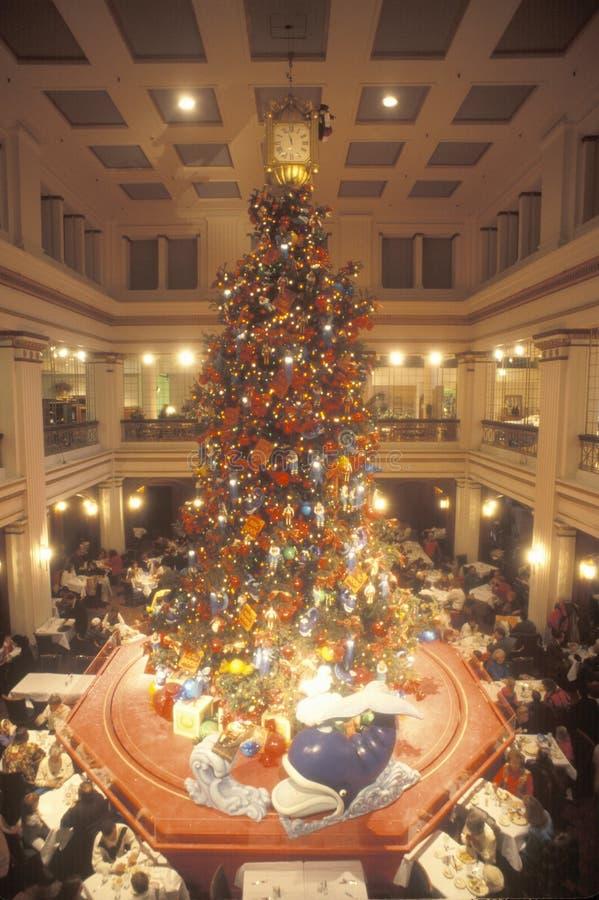 Χριστουγεννιάτικο δέντρο στο πολυκατάστημα τομέων του Marshall, Σικάγο, Ιλλινόις στοκ φωτογραφίες
