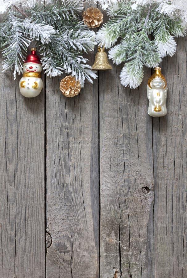 Χριστουγεννιάτικο δέντρο και ανασκόπηση μπιχλιμπιδιών στοκ εικόνες με δικαίωμα ελεύθερης χρήσης