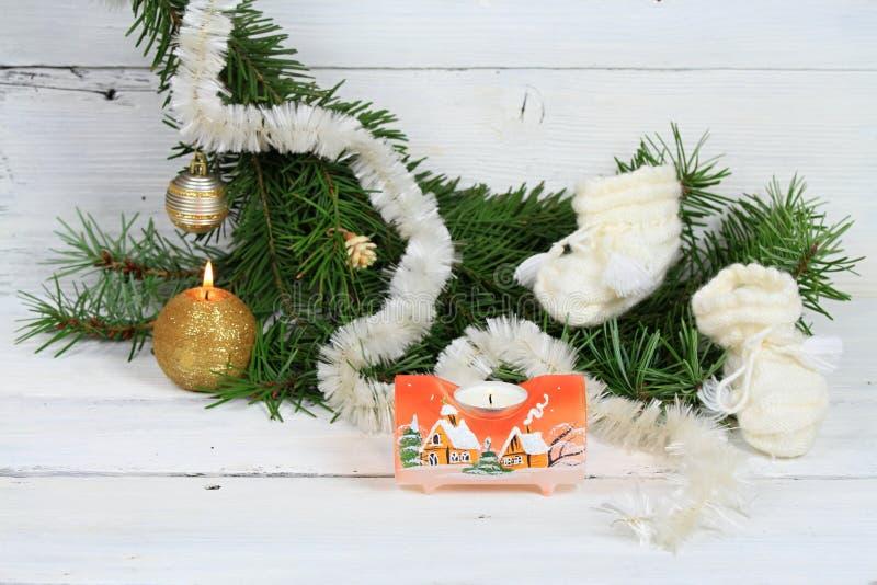 Χριστουγεννιάτικο δέντρο με μια επιθυμία να υπάρξει ένα μωρό στο σπίτι στοκ φωτογραφία με δικαίωμα ελεύθερης χρήσης