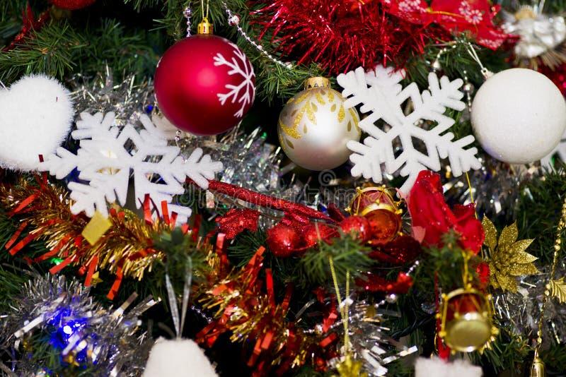 Χριστουγεννιάτικο δέντρο με τη διακόσμηση στοκ φωτογραφία με δικαίωμα ελεύθερης χρήσης