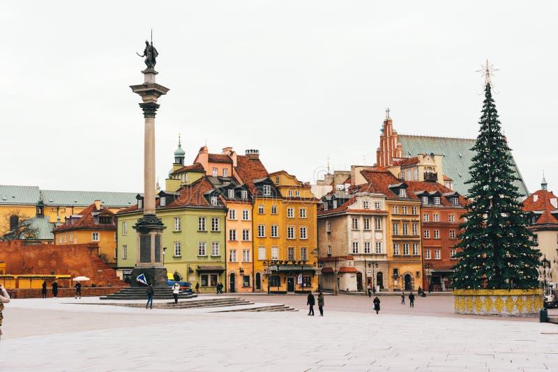 Χριστουγεννιάτικο δέντρο στην πλατεία του Castle Το Plac Zamkowy κοιτάζει επίμονα Miasto WA στοκ φωτογραφία με δικαίωμα ελεύθερης χρήσης