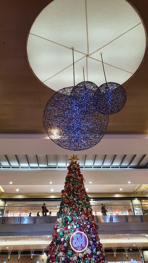 Χριστουγεννιάτικο δέντρο στο εμπορικό κέντρο SM στο Cebu City, Φιλιππίνες στοκ φωτογραφία με δικαίωμα ελεύθερης χρήσης