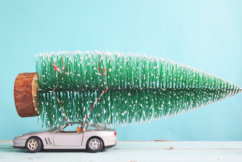 Χριστουγεννιάτικο δέντρο στο παιχνίδι σπορ αυτοκίνητο, ματ φίλτρο χρώματος στοκ φωτογραφίες με δικαίωμα ελεύθερης χρήσης