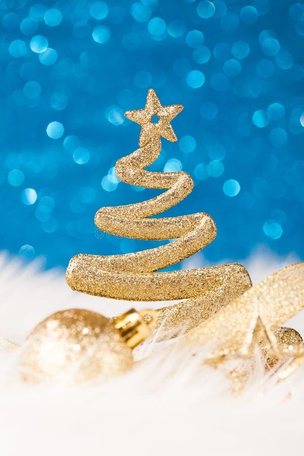Χριστουγεννιάτικο δέντρο - χρυσό ακτινοβολήστε λαμπιρίζοντας στοκ εικόνες