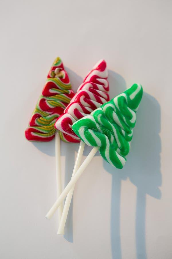 Χριστουγεννιάτικο δέντρο lollipops στο άσπρο υπόβαθρο στοκ εικόνες με δικαίωμα ελεύθερης χρήσης