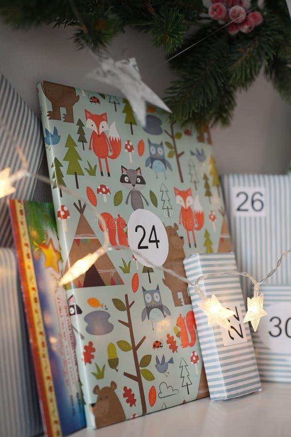 χριστουγεννιάτικο δώρο weihnachtspakete στοκ φωτογραφίες