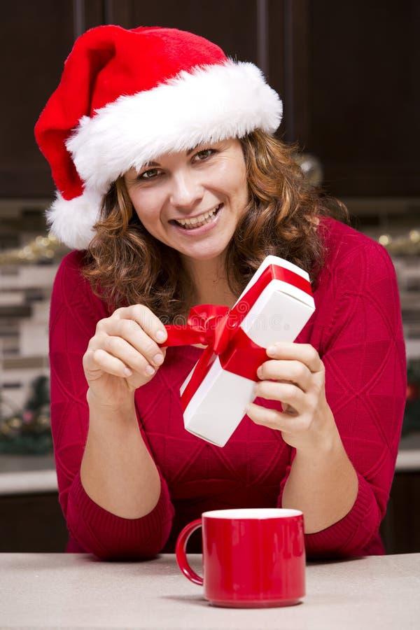 Χριστουγεννιάτικο δώρο εκμετάλλευσης γυναικών στοκ εικόνα με δικαίωμα ελεύθερης χρήσης